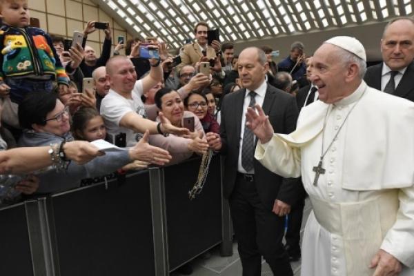 Catequesis del Papa - Salvemos a los naufragos del frío de la indiferencia