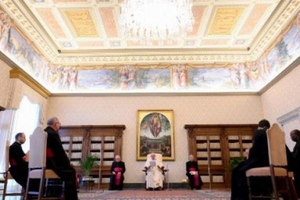 El Papa. La oración es refugio ante la ola de maldad que crece en el mundo