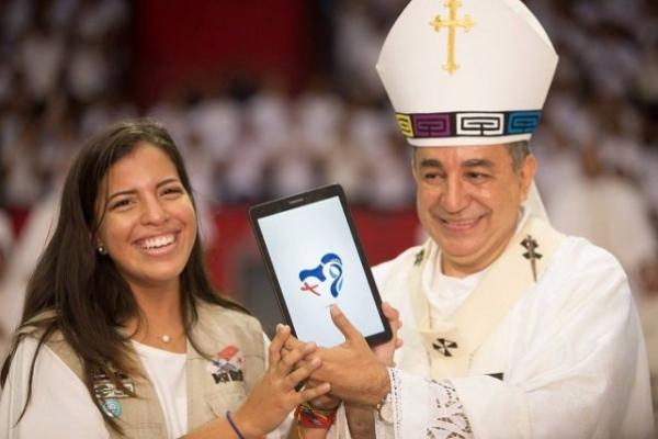 La ternura y su devoción a la Virgen guiaron la mano de la diseñadora de la JMJ de Panamá