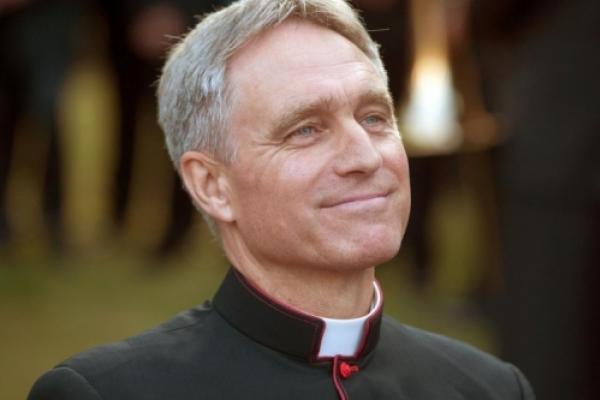 Gänswein respalda a los medios católicos independientes