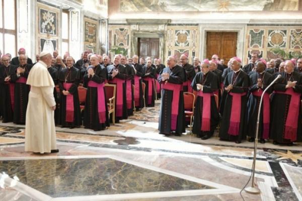 El Papa se reúne con los Nuncios y les presenta un decálogo y una oración