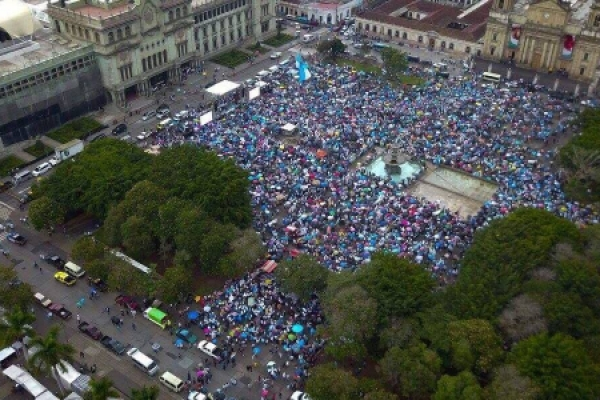 Éxito histórico de la marcha a favor de la vida y la familia en Guatemala