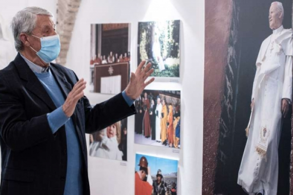 Inicia exposición en Roma con objetos y fotografías de San Juan Pablo II