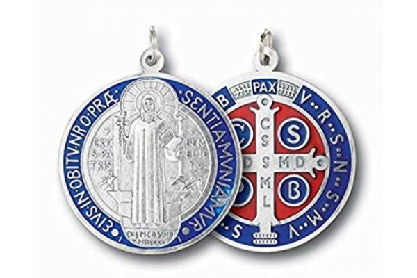 Significado de la medalla y la cruz de San Benito