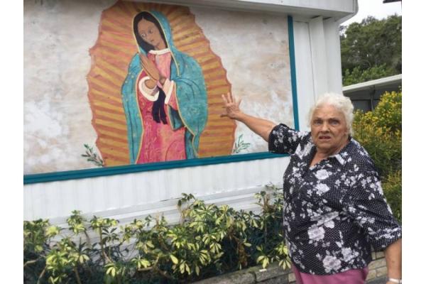 Una anciana americana se niega a retirar imagen de la Virgen de Guadalupe de su casa