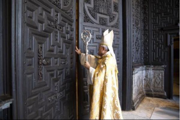 Mons. Demetrio Fernández. Apertura de la Puerta Santa