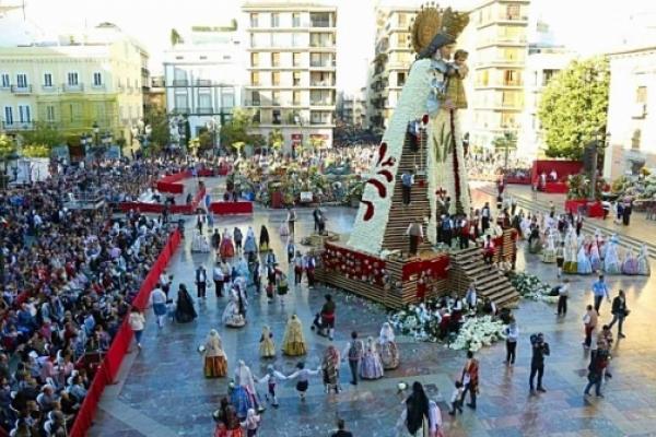 Ofrenda floral a la Virgen de los Desamparados