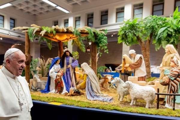 El Papa Francisco El Papa visita una exposición con 130 Belenes del mundo