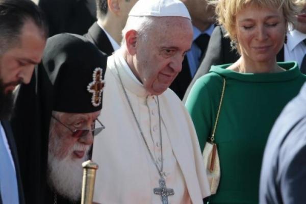El Papa Francisco advierte que hay una guerra mundial contra el matrimonio