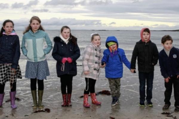 Los irlandeses rezan el Rosario por toda la costa del país, sin importarles el frío y la nieve