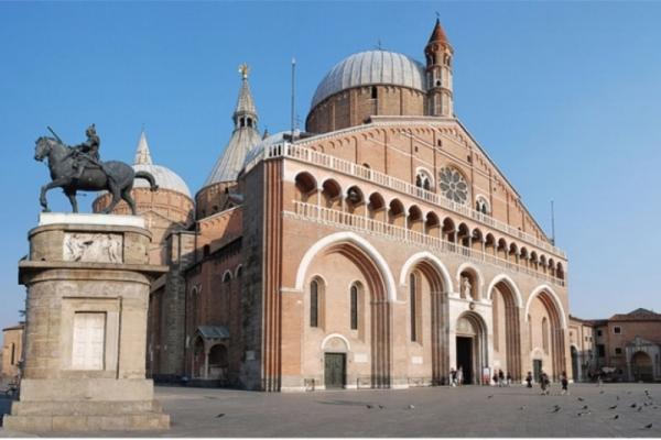 Los polacos, los que más peregrinan hasta la Basílica de San Antonio de Padua