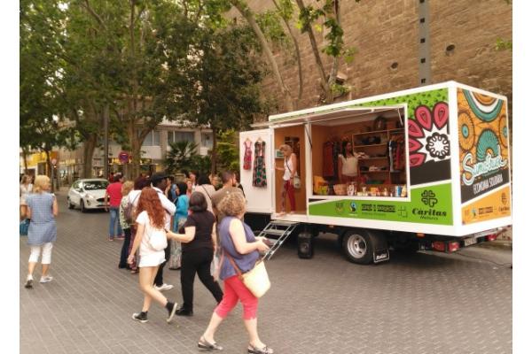 Suma'Truck, un original proyecto de Cáritas que triunfa en la isla de Mallorca