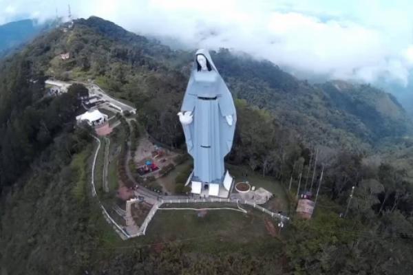 La colosal Virgen de la Paz de Venezuela