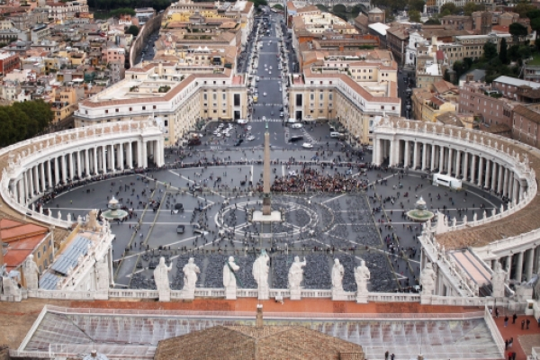 El abrazo, forma de la plaza de San Pedro en el Vaticano