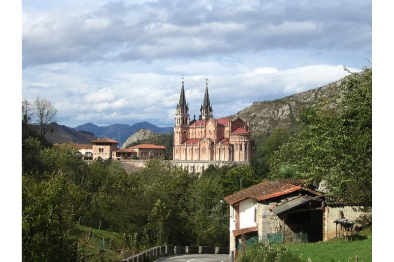 Covadonga se une al Rosario con el Papa