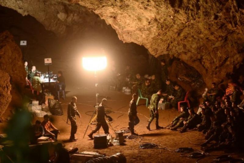 Los niños atrapados en la cueva tailandesa comienzan sus clases de buceo