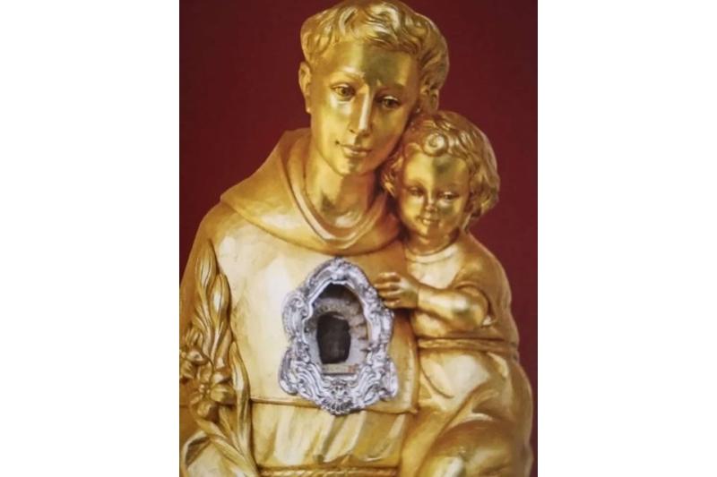 La reliquias de San Antonio de Padua desbordan el fervor popular en Castellón