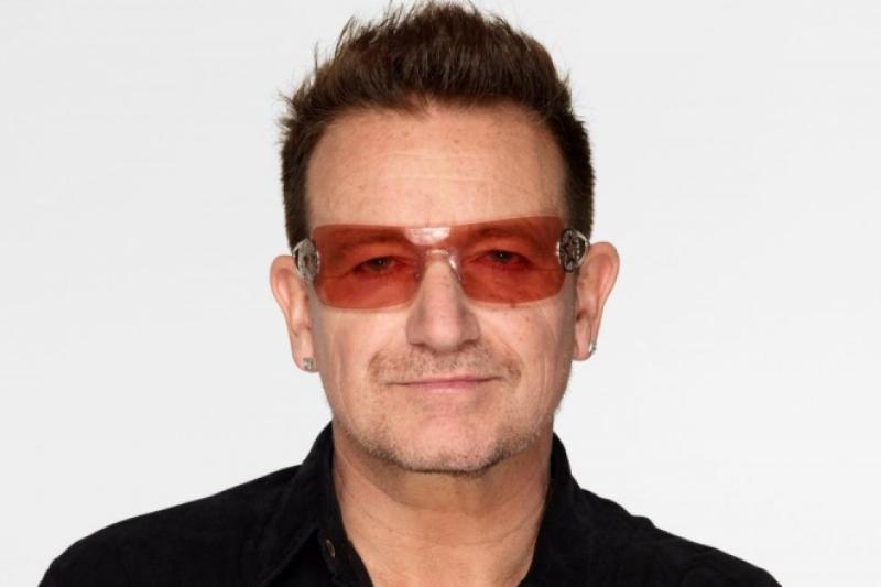 Bono U2 comulgando