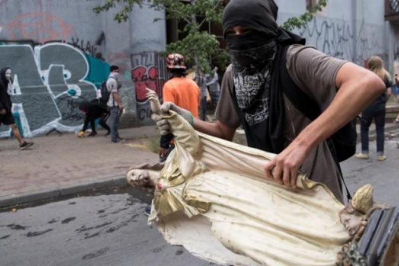 """Obispos de Chile: """"Nos oponemos radicalmente a la injusticia y a la violencia"""""""