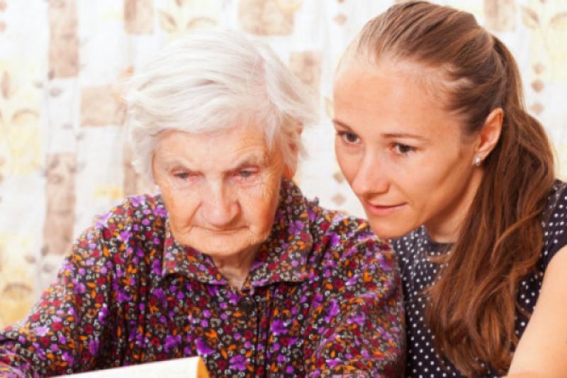 Cómo hemos de ayudar a nuestros padres ancianos