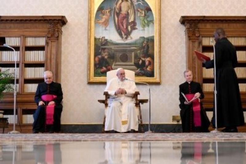 La oración abre la puerta a la esperanza. Audiencia General del Papa francisco 20 de Mayo de 2020