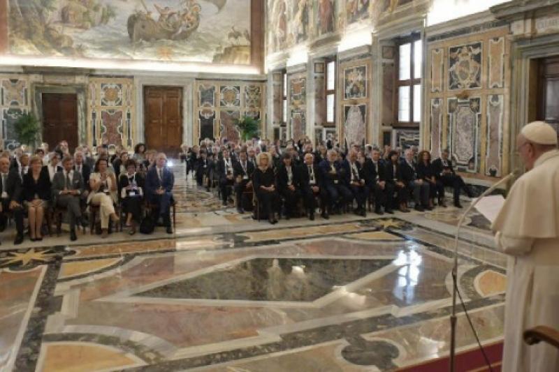 El Papa condena la eutanasia al recibir a la Asociación italiana de Oncología Médica