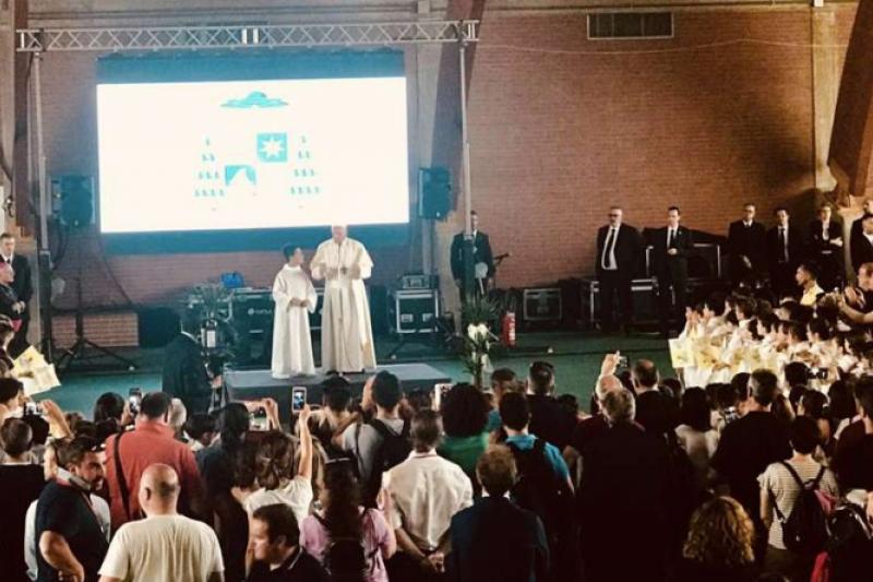 el_papa_francisco_envia_un_abrazo_a_los_ninos_y_jovenes_afectados_por_el_terremoto_en_italia.jpg