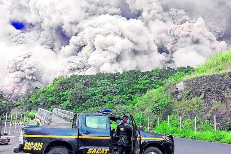 Un bebé sobrevive a la erupción del Volcán de fuego en Guatemala