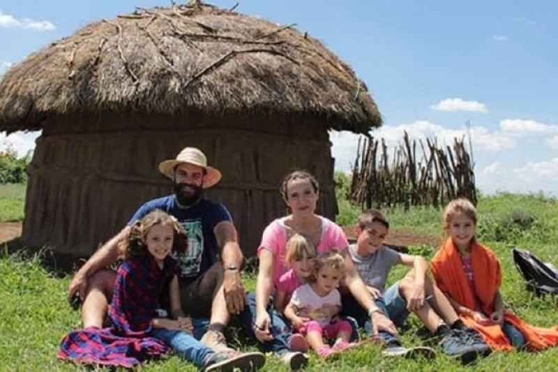 Juan Pablo y María dejaron su vida en España y con sus 5 hijos son familia en misión en Tanzania