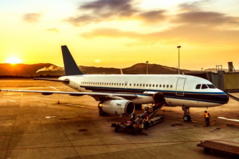 La curiosa bendición que pide a Dios un ángel guardián para un avión