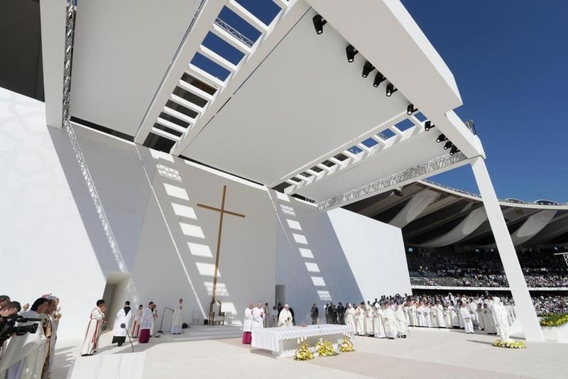 Primera misa pública en Abu Dhabi del Papa Francisco
