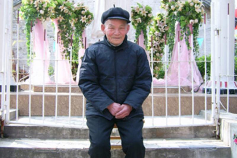 Obispo de 98 años, el paciente de mayor edad en superar el coronavirus