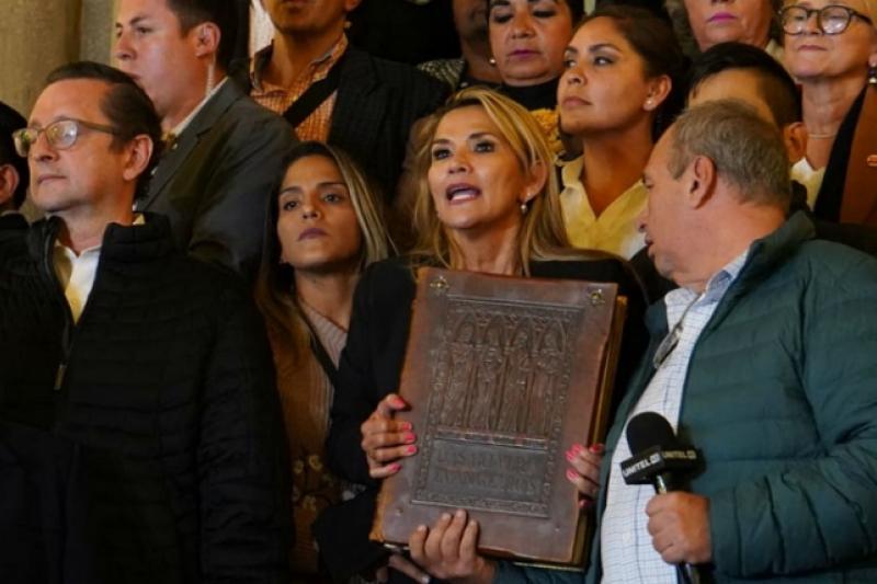Resultado de imagen para bolivia jeanine añez biblia