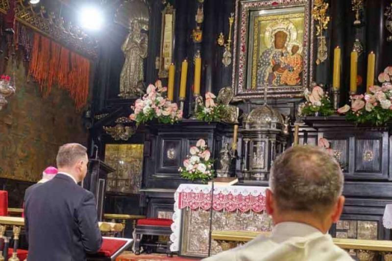 Coronavirus: El presidente polaco reza a la Virgen María para que termine
