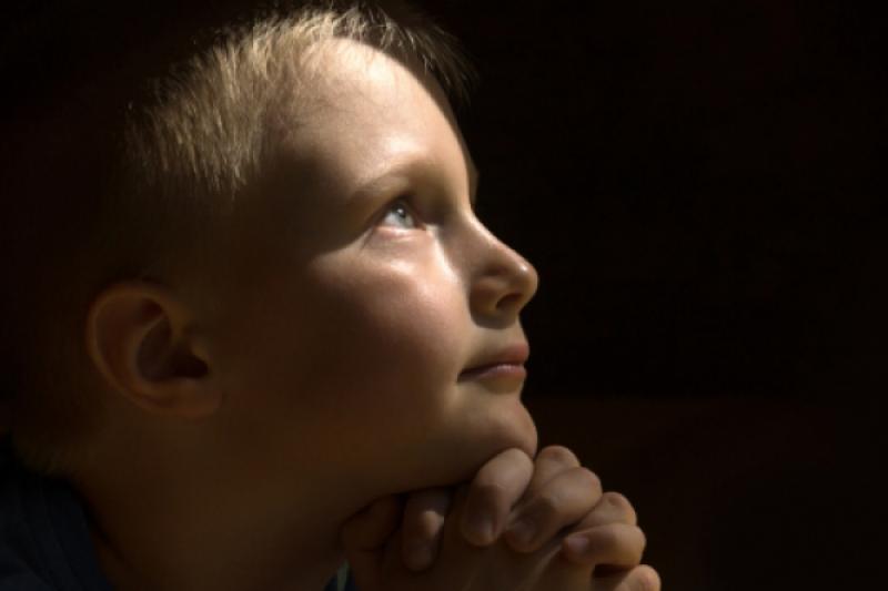 Cuatro trampas que te susurra el demonio para que dejes de rezar