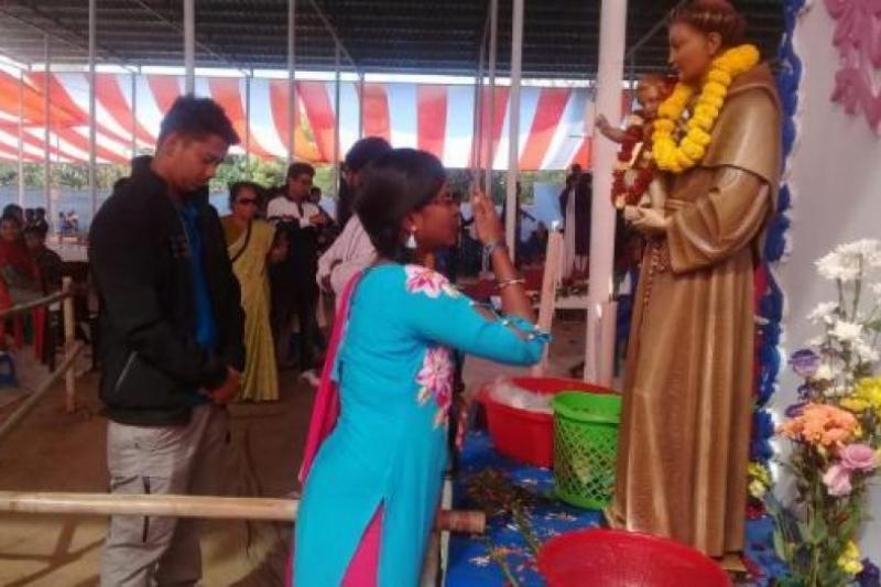 Más de 80 mil devotos celebran a San Antonio de Padua en Bangladesh