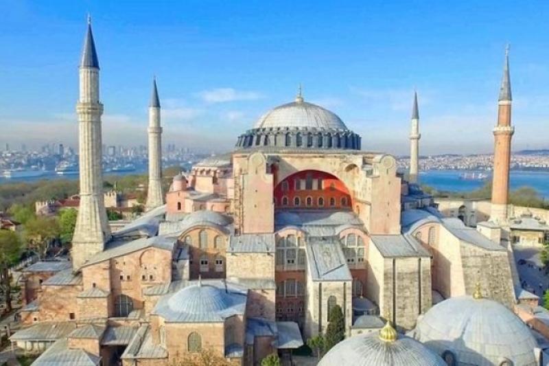 Convocan día de duelo por conversión de Santa Sofía en mezquita