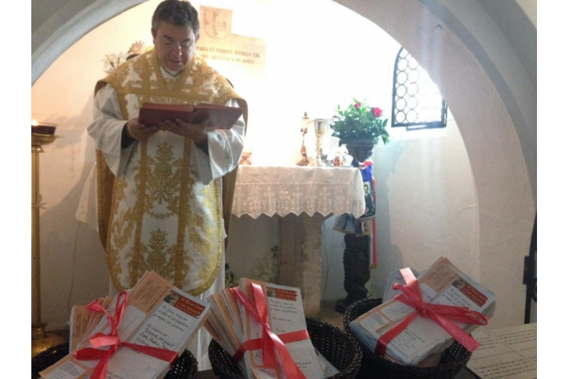 Vuestras Gracias ante San Antonio de Padua en Lisboa