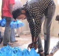 Jóvenes católicos de Pakistan se organizan para dar de comer a indigentes