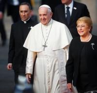 """El Papa Francisco defiende ante Bachelet la """"opción radical por la vida"""""""