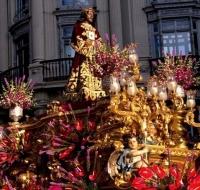 El Cristo de Medinaceli procesiona por Madrid en una cita histórica