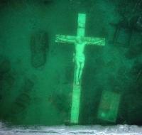Más de 1.200 personas se congregan para visitar la cruz subacuática del Lago Michigan