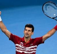 Mensaje del tenista Novak Djokovic ante el coronavirus: «Intentemos reír, amar, rezar…»
