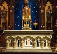 El simbolismo espiritual de los altares de piedra
