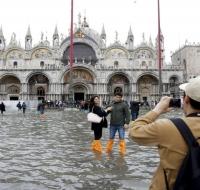 Se inunda la emblemática Basílica de San Marcos en Venecia