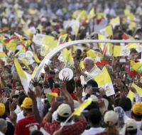Multitudinaria Misa pública del Papa Francisco en Myanmar