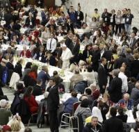 El Papa Francisco almorzó con 1.500 pobres en el Vaticano