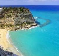 5 destinos de playa con iglesias católicas que hay que ver