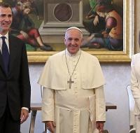 Vestir de blanco delante del Papa
