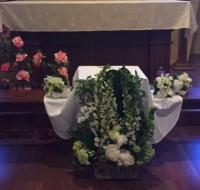 23 Frailes de Boston celebran funeral de bebé abandonada